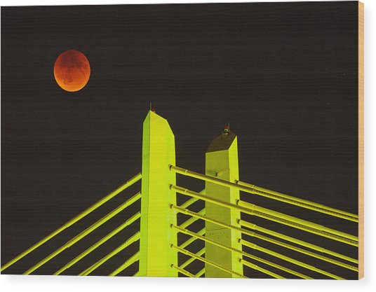 Blood Moon Over The Tillikum Crossing Wood Print