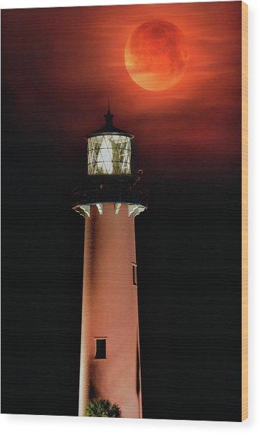 Blood Moon Rising Over Jupiter Lighthouse In Florida Wood Print