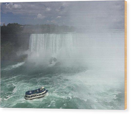 Boat Near Niagara Falls Wood Print