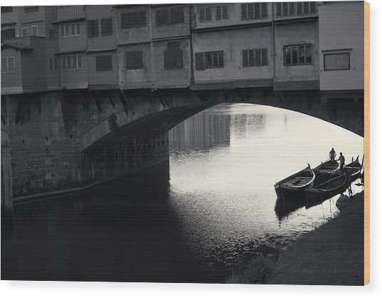 Boatmen And Ponte Vecchio, Florence, Italy Wood Print