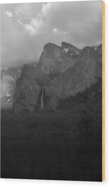 Bridalveil In Black And White Wood Print by Richard Verkuyl