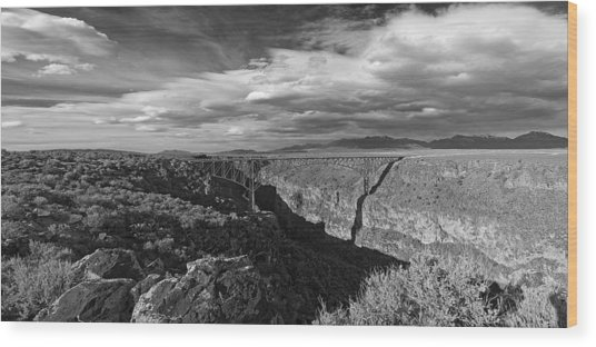 Bridge Over The Rio Grande Wood Print by Gary Cloud