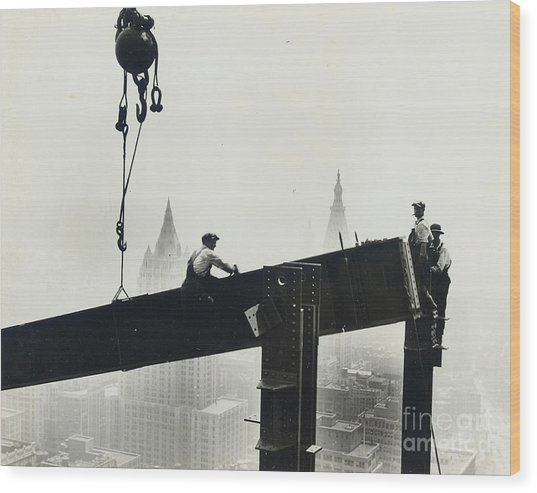 Building The Empire State Building Wood Print