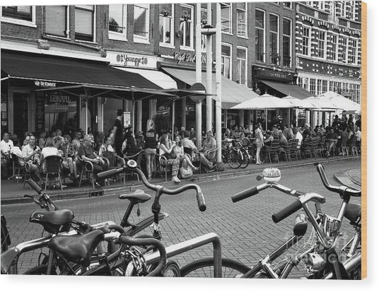 Cafe Crowds In Amsterdam Mono Wood Print by John Rizzuto