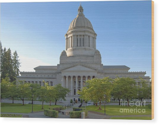 Capitol Building - East Side Wood Print by Larry Keahey