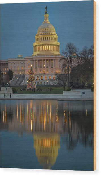 Capitol Reflection At Christmas Wood Print