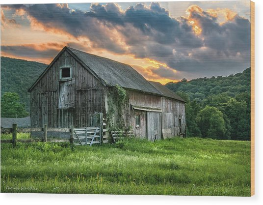 Casey's Barn Wood Print