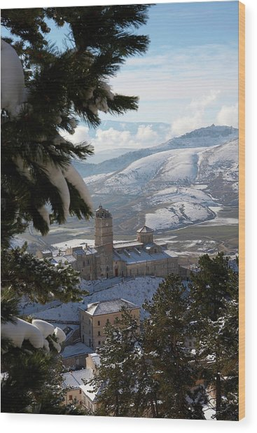 Castel Del Monte Abruzzo Italy Wood Print by Tom  Doherty