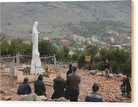 Catholic Pilgrim Worshipers Pray To Virgin Mary Medjugorje Bosnia Herzegovina Wood Print