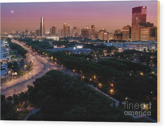 Chicago Independence Day At Night Wood Print