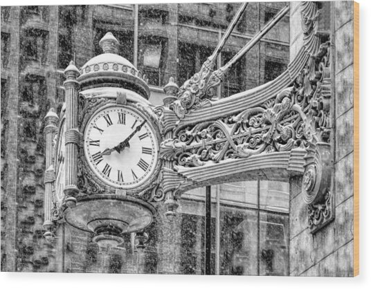 Chicago Marshall Field State Street Clock Black And White Wood Print