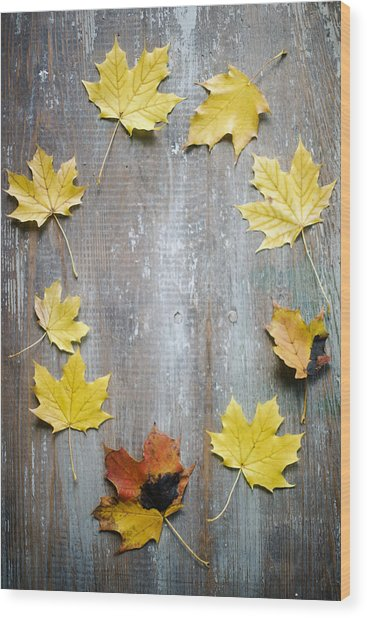 Circle Of Autumn Leaves On Weathered Wood Wood Print