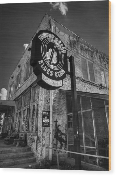 Wood Print featuring the photograph Clarksdale - Ground Zero Blues Club 001 Bw by Lance Vaughn