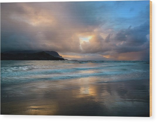Cloudy Sunset At Hanalei Bay Wood Print