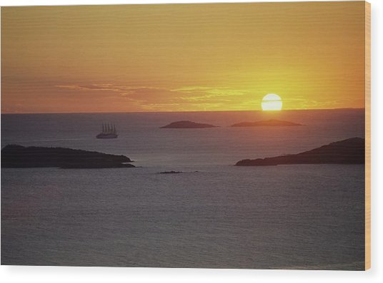Club Med Sailing Into Sunset Wood Print