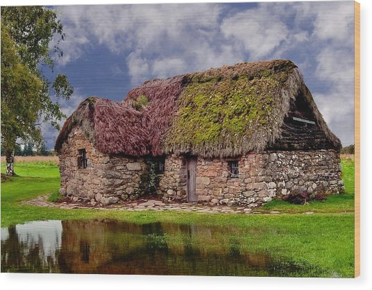 Cottage In The Highlands Wood Print