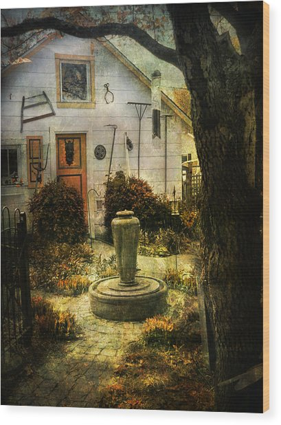 Courtyard And Fountain Wood Print