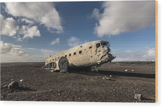 Crashed Dc-3 Wood Print