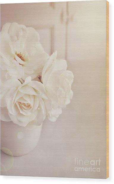 Cream Roses In Vase Wood Print