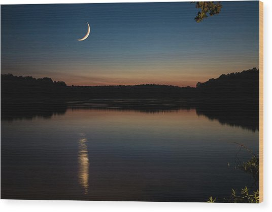 Crescent Moon Set At Lake Chesdin Wood Print