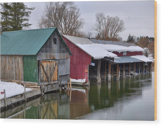 Crooked River Boat House Wood Print