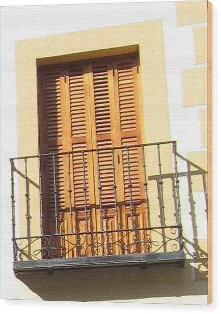 Crooked Window In Toledo Wood Print