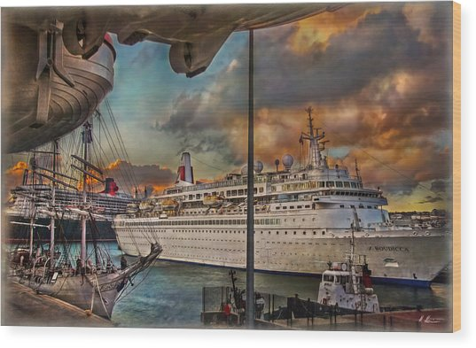Cruise Port Wood Print