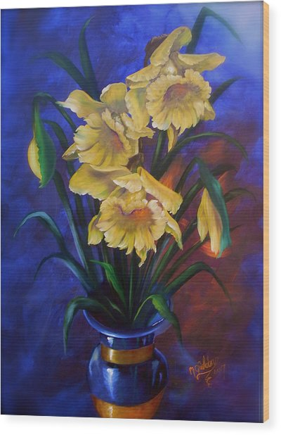 Daffodils In Cobalt Vase Wood Print by Micheal Giddens