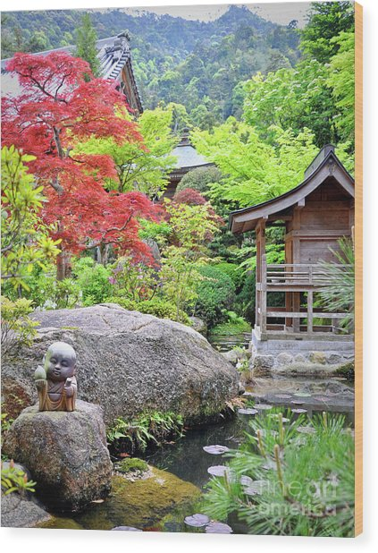 Daisho In Temple Wood Print