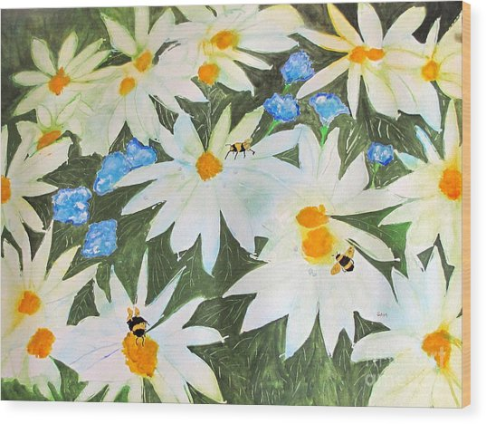 Daisies And Bumblebees Wood Print