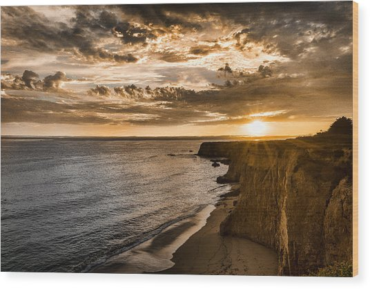 Davenport Cliffs Wood Print