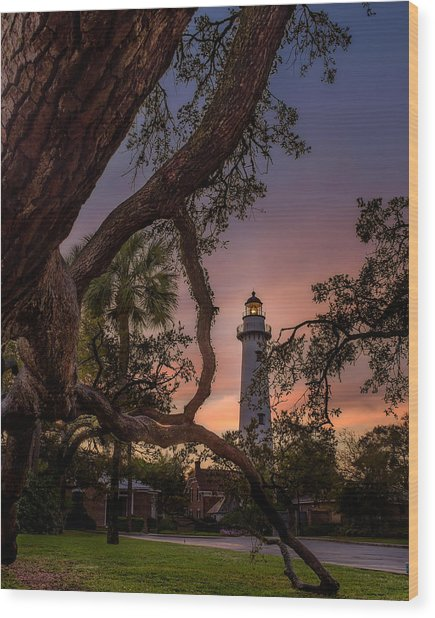 Dawn At Saint Simons Lighthouse Wood Print