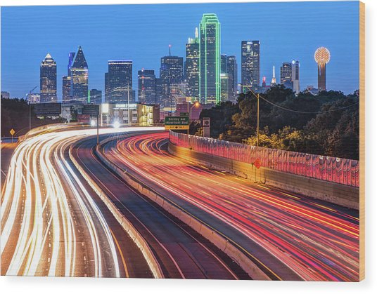 Dawn At The Dallas Skyline - Texas Cityscape Wood Print