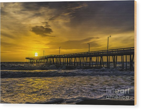 Dawn At The Virginia Pier Wood Print