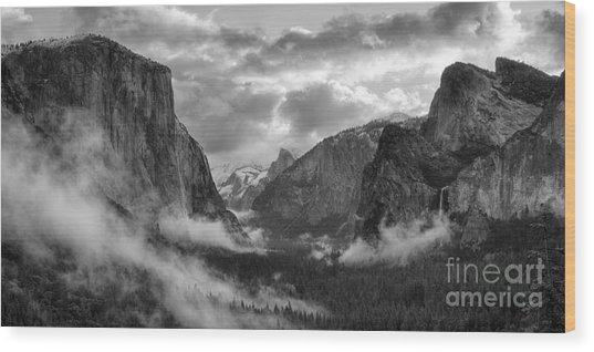 Daybreak Over Yosemite Wood Print