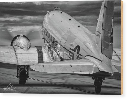 Dc3 Taxiing For Departure Wood Print