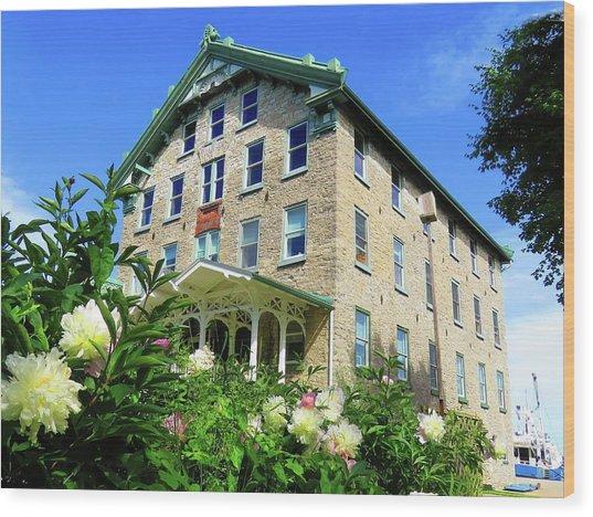 Dec Building Cape Vincent Ny Wood Print