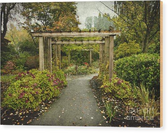 Fall In The Garden At Deer Lake Wood Print