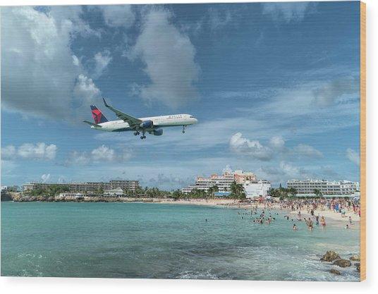 Delta 757 Landing At St. Maarten Wood Print