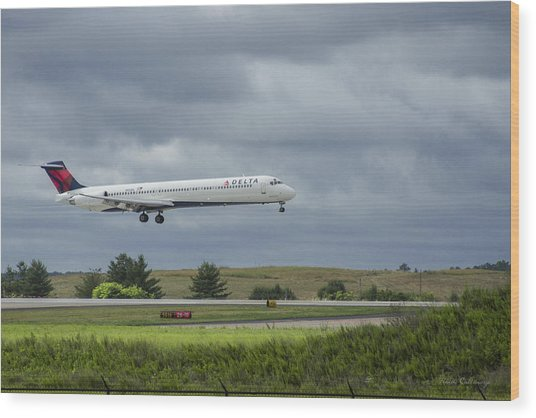 Delta Airlines Mcdonnell Douglas Aircraft N952dl Hartsfield-jackson Atlanta International Airport Wood Print