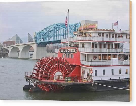 Delta Queen In Chattanooga Wood Print
