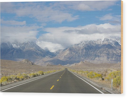 Deserted Road To Mt. Whitney Wood Print