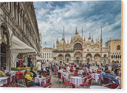 Dining On St. Mark's Square Wood Print
