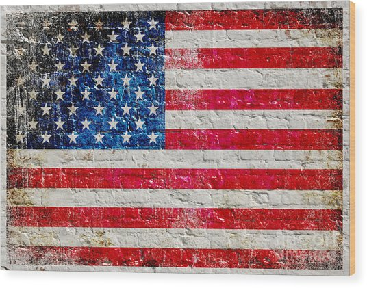 Distressed American Flag On Old Brick Wall - Horizontal Wood Print