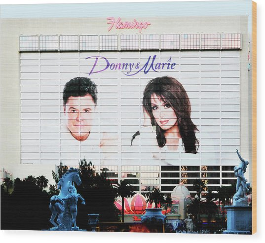 Donny And Marie Osmond Large Ad On Hotel Wood Print
