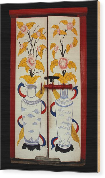 Door With Two Vases Wood Print by Ty Lee