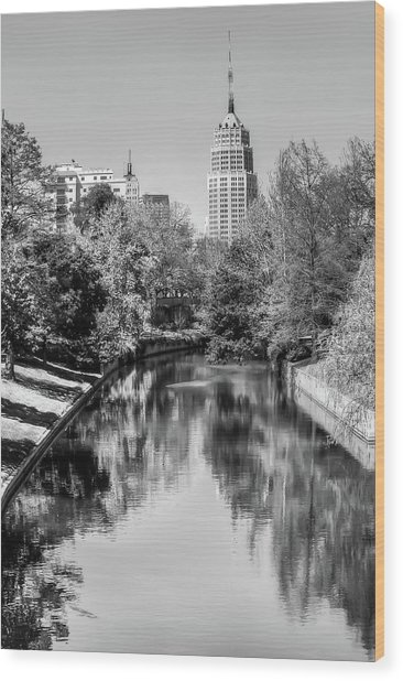 Downtown San Antonio Skyline On The River In Black And White Wood Print