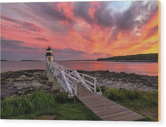 Dramatic Sunset At Marshall Point Lighthouse Wood Print