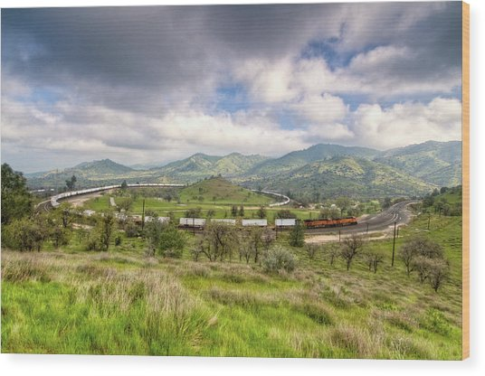 Eastbound Train At The Tehachapi Loop Wood Print