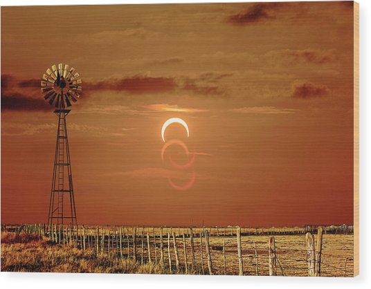 Eclipse And Lens Flares Wood Print